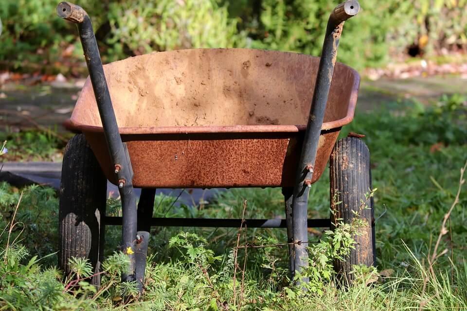 wheelbarrows for DIY landscaping