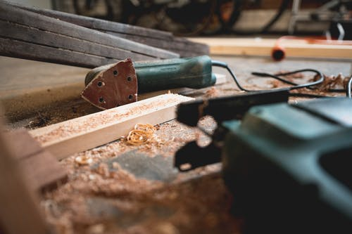 steps on how to build a house with hammer